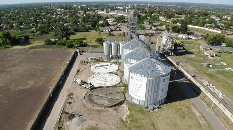 Building of a cornhouse and siloes in Pyriatyn, a city in Poltava Oblast - Eridon Bud - Image - 4